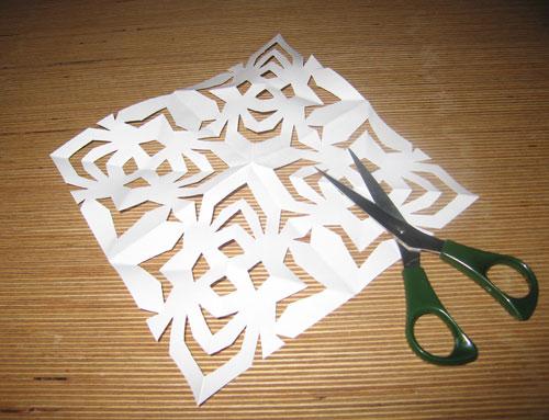 Fold papiret helt ud du har nu et fint gækkebrev
